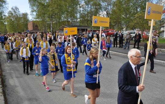 Folkefest på Orkanger del 2 - se bildene fra folketoget